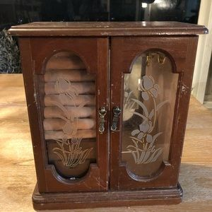 Vintage slightly damaged cute jewelry box